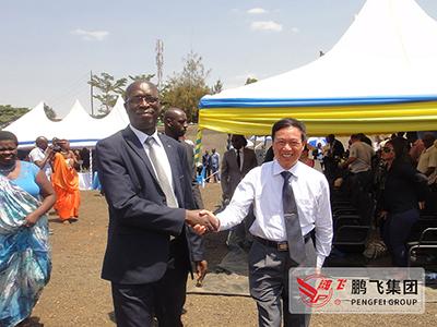 董事长王家安陪同卢旺达总理Mr-ANASTASE-MUREKEEI参观工程现场